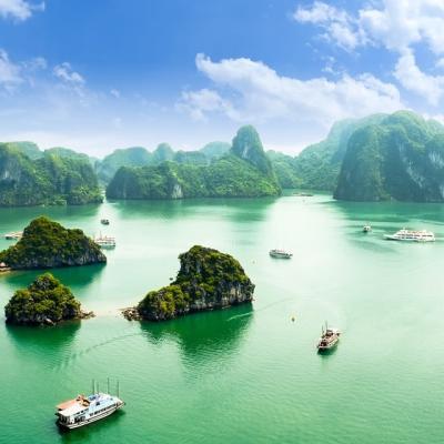 TiTop島から臨むベトナムの世界遺産ハロング湾